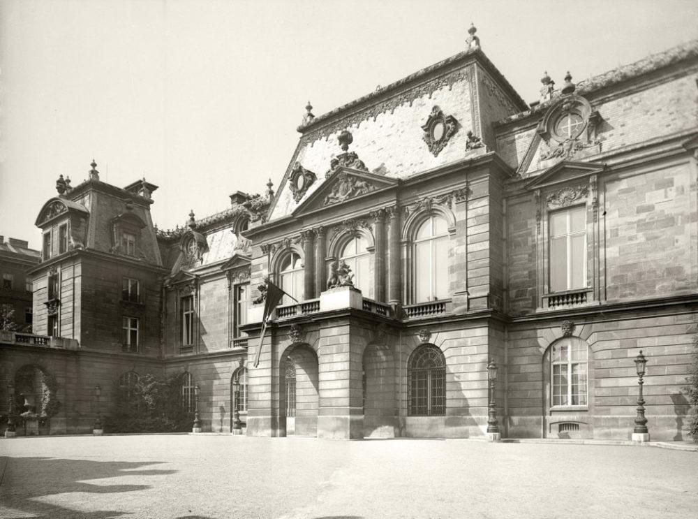 Das einstige Palais Rothschild (Prinz-Eugen-Straße 20–22), nun Sitz der Zentralstelle für Jüdische Auswanderung, 1939. (Foto ÖNB, 1951916)