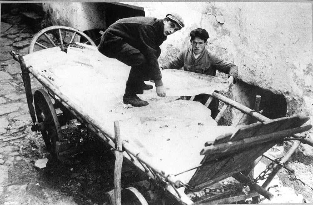 Eis abladen (Kühlung) um 1900